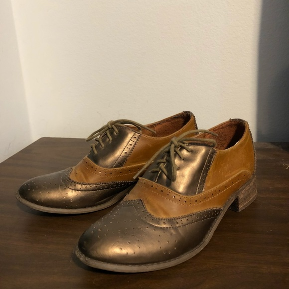 Wanted Shoes - Gold Wingtip Oxford shoes, size 8